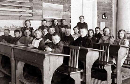 Millaista suomalainen koulutus oli ennen kansakouluja ja niiden aikana?