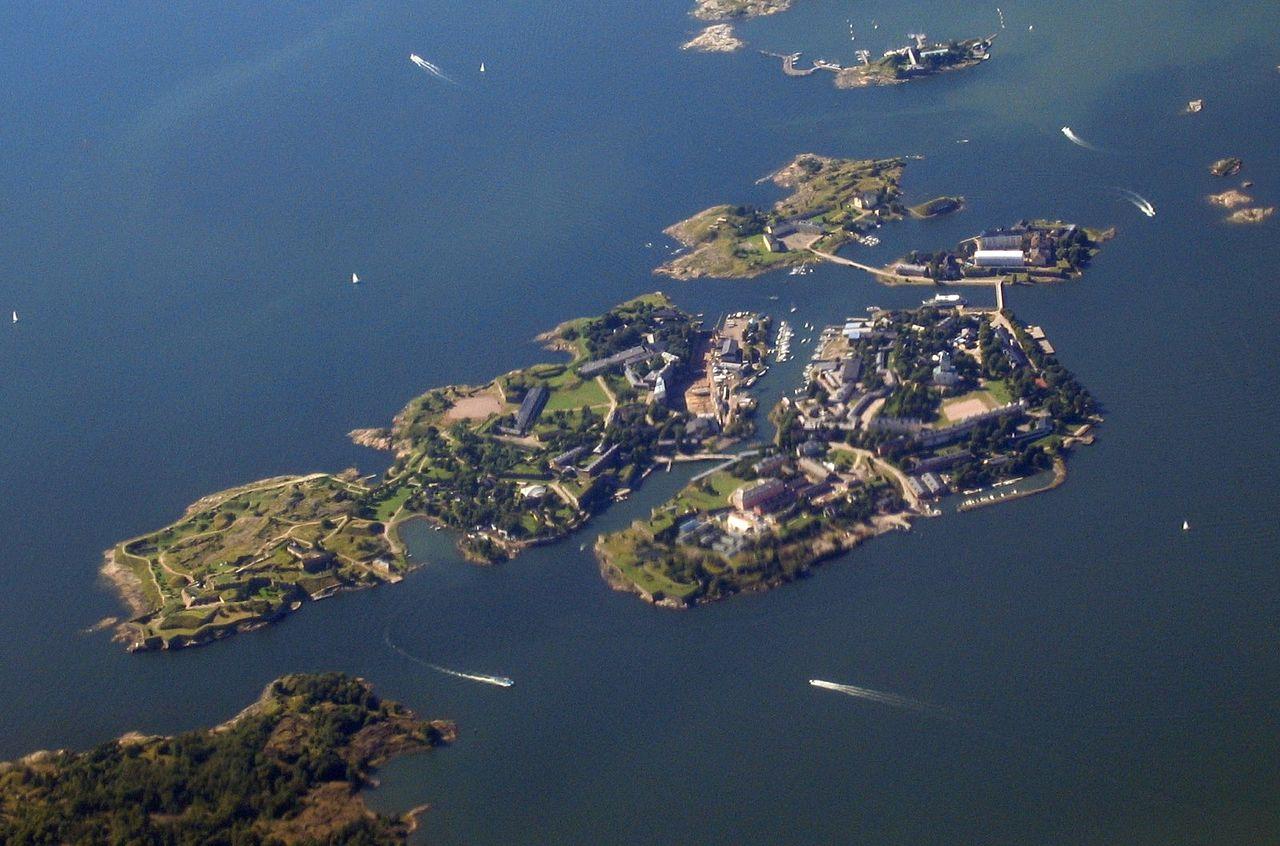 Miten ja miksi Suomenlinna rakennettiin?